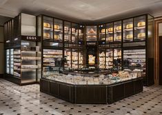 Harrods Fresh Market Hall is the second historic food hall designed by David Collins Studio at The Knightsbridge department store. Corner Restaurant, Restaurant Design, Restaurant Bar, Supermarket Design, Retail Store Design, Hall Design, Facade Design, Harrods, Chicken Shop