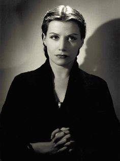 Véra Clouzot Looked so mich like my beloved Greta Garbo. Usually i compare no one with garbo, but Madame Clouzot could have been her daughter