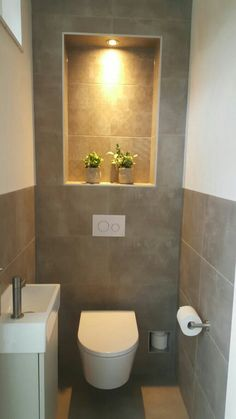 Gäste wc Fliesen und Toilette Understairs Ideas Fliesentoilette If you simply do not have the time t Small Downstairs Toilet, Small Toilet Room, Downstairs Cloakroom, Guest Toilet, Cloakroom Toilet Downstairs Loo, Bad Inspiration, Bathroom Inspiration, Understairs Toilet, Understairs Ideas