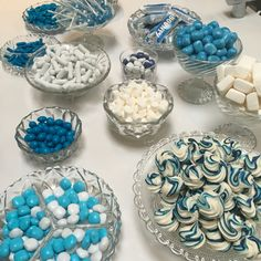 Kys-kager med blå striber #marengs #kyskager Niklas, Baby Christening, Blue Party, Food Themes, Holidays And Events, Baby Boy Shower, Little Babies, Independence Day, Kids And Parenting