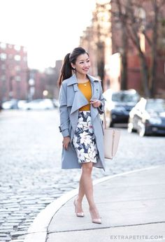 classic professional outfit // gray trench coat, floral skirt, nude pumps (click through for all work outfit details!)