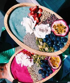Smoothies, the answer too many parents' prayers. It is no secret that children are quite the fussy eaters and getting them to eat sometimes can be extremely difficult. Smoothies are a healthy alter… Vegan Smoothies, Fruit Smoothies, Smoothie Recipes, Drink Recipes, Healthy Snacks, Healthy Recipes, Food Goals, Aesthetic Food, Breakfast Bowls