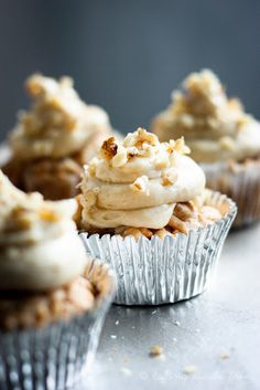 Apple and Olive Oil Cupcakes with Maple Cream Cheese Frosting. So moist, so appley, and that creamy caramelly maple syrup cream cheese frosting