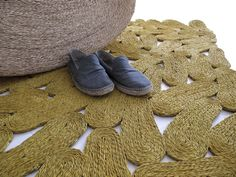 The tread carpet (Martín Azúa, 2012): a rug made from the soles of espadrilles. These sandals are made from esparto, a grass with a long tradition in Spain.