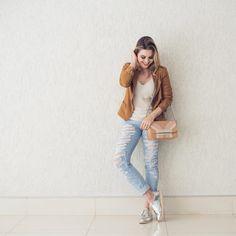 Meio assustada com o look de jaqueta em pleno dezembro, kkk! Pelo menos combinou direitinho com a bolsa @lucchetto_ #ootd #jeans