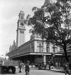 Torre da estação da Luz sem o relógio, em 1946 após o incêndio.