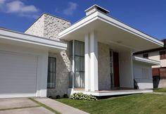 THAIS GREI Minimalist Architecture, Architecture Design, House Front, House Plans, Garage Doors, Shed, Exterior, House Design, Outdoor Structures
