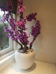 Bloesemboom purple. Made by: KIEKathome. Voor meer informatie kunt u terecht op de Facebook van KIEKathome. Home Decor Vases, House Plants Decor, Plant Decor, Cheap Home Decor, Flower Vases, Flower Pots, Flower Tree, Tree Branch Decor, Vase Deco