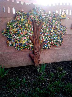 Plastic Bottle Tops, Plastic Bottle Flowers, Reuse Plastic Bottles, Plastic Bottle Crafts, Recycled Bottles, Plastic Recycling, Diy Bottle Cap Crafts, Recycled Tires, Plastic Craft