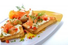 Bruschetti cu somon - Culinar.ro Bruschetta, Appetizers, Ethnic Recipes, Salads, Appetizer, Entrees, Hors D'oeuvres, Side Dishes, Snacks