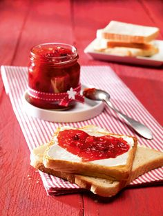 Džem od jagoda i brusnica Recept Chutneys, Jam And Jelly, Cookies And Cream, Love Food, Food To Make, Cheesecake, Brunch, Cooking Recipes, Strawberry