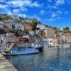 Amazing shot of the picturesque Hydra Island! Greece Pictures, Paradise On Earth, Greece Islands, Vacation Places, Greece Travel, Holiday Destinations, Day Trip, Athens, Beautiful Places