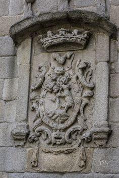 468 Escudo en la fachada de la Casa del Pastor