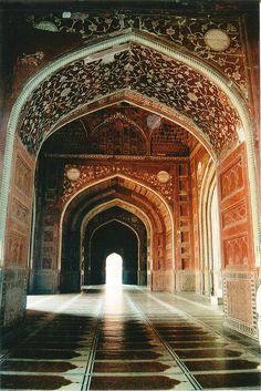 ॐ Hindu Temple interior in India. #Hinduism #architecture 卐