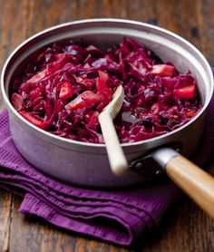 Red cabbage makes the perfect side dish for your roast dinner or Christmas dinner. This easy recipe has all the classic flavourings for a delicious flavour! Fruity Red Wine, Red Cabbage Recipes, Bangers And Mash, Roast Dinner, Venison, Fresh Ginger, Side Dishes, Easy Meals, Dinner Recipes