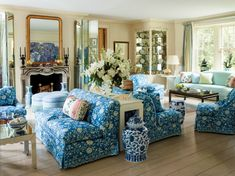 Two Breathtaking Estates in the Hamptons and Palm Beach by Mario Buatta. a Brunschwig & Fils floral fabric brightens the living room, where a vintage Karl Springer console is flanked by a pair of matching settees. Architectural Digest, Southampton, Living Area, Living Spaces, Living Rooms, Family Rooms, Small Living, Modern Living, Mario Buatta
