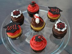 Lots of cute Grad ideas from Sweetology, including cupcakes & sandwiches