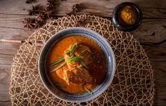 Κοτόπουλο κοκκινιστό με γάλα καρύδας και αμύγδαλα Thai Red Curry, Ethnic Recipes, Food, Essen, Meals, Yemek, Eten