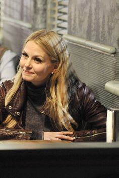 Once Upon a Time season 3 episode 21 emma Abc Tv Shows, Best Tv Shows, Best Shows Ever, Once Upon A Time, The Dark One, Time News, Hook And Emma, Outlaw Queen, Jennifer Morrison