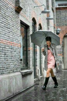 from Shanghai :: Rain day & Hugo Boss fashion show Greetings from Shanghai :: Rain day :: Outfit :: Top :: LOFT trench (similar here), Ganni dress Shoes :: Ralph Lauren rain boots Accessories :: Ek Thongprasert necklace Bootfahren Outfit, Rainy Outfit, Ralph Lauren Rain Boots, Spring Outfits, Winter Outfits, Rain Day Outfits, Outfit Vestidos, Trench Dress, Fashion Photography