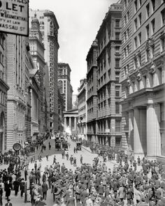 Broadway Street circa 1906. Everything changes.