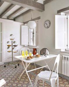 Mesa de exterior y sillas Tolix en cocina