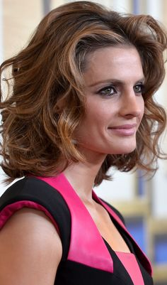 Stana Katic looking gorgeous! Her hair and makeup are ...