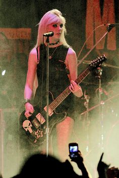 Taylor Momsen The Pretty Reckless Taylor Momsen, Taylor Michel Momsen, Taylor Swift, Gossip Girl, Princesa Punk, Rock Style, My Style, Alissa White, Guitar Girl