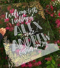 39 Acrylic And Lucite Wedding Decor Ideas | http://HappyWedd.com