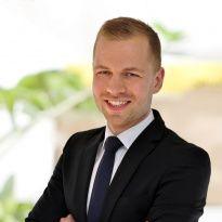 Lars Olsson  Reg. Fastighetsmäklare  076-180 24 02  lars.olsson@notar.se
