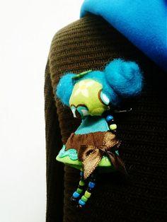 maramanufaktura / brošňa mini MARA roztopašná/tyrkys-hnedá-zelená/