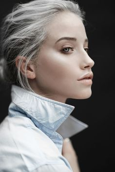 I love how hauntingly beautiful her eyes and hair color make this photoFresh face, silver hair. I love how hauntingly beautiful her eyes and hair color make this photo Granny Look, Blonde Grise, Female Character Inspiration, Going Gray, Fresh Face, Face Claims, Female Characters, Pretty Face, Hair Trends