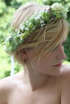 Haarkränzchen: drei blüten Fotografie: ringelpunkt Crown, Hair Garland, Fascinators, Hair Fascinators, Things To Do, Corona, Crowns