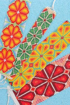 Welcome to coRa ! We also have a store on Etsy for customers from abroad and ship worldwide through our Etsy store. Cross Stitch Flowers, Cross Stitch Patterns, Tear, Bead Weaving, Etsy Store, Seed Beads, Beaded Jewelry, Diy Ideas, Beading