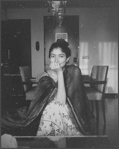 Sai Pallavi Stills Hd Wallpaper Desktop, Hd Wallpapers For Mobile, Photo Wallpaper, Mobile Wallpaper, Black And White Instagram, Black N White Images, Indian Actress Photos, Indian Actresses, Sai Pallavi Hd Images