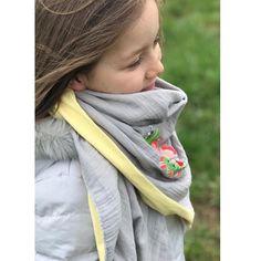 ...und so könnten dir beiden Stoffe zusammen vernäht aussehen. Absolute Lieblingssfarben. Was sagt ihr?  #shopsuche sonnengelb doublegauze #kitzundkautz #waspasstdazu #sonnengelb #grau #musselin #doublegauze #stoffladen #frankfurt #bouquet #embroidery #madeira #huups
