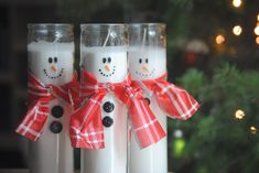 Need an easy cheap DIY gift for a friend These snowman pillar candles are the perfect gift I recreated these from thethavenue visit their site for the full tutorial raeofsparkles snowman candles diy handmade diygift christmasproject christmas Diy Snowman Decorations, Snowman Crafts, Holiday Crafts, Snowman Ornaments, Christmas Decorations, Handmade Christmas Presents, Diy Christmas Gifts, Christmas Projects, Thanksgiving Gifts