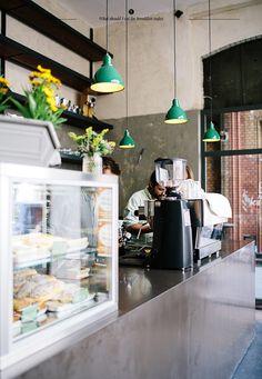 Sironi and Cafe 9 in Markthalle Neun светильники над стойкой + витрина