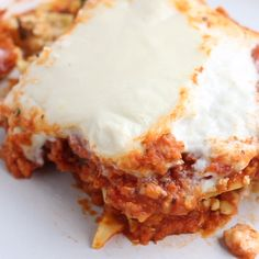 The Best Vegan Lasagna I don't say this lightly – this is the best Vegan Lasagna recipe! Layered with cashew cheese, red lentil marinara, and loads of fresh spinach, this healthy lasagna is so easy to make and packed with protein. Kid-friendly and perfect Vegan Recipes Videos, Vegan Dinner Recipes, Italian Recipes, Cooking Recipes, Healthy Recipes, Best Italian Food, Kids Vegan Meals, Red Lentil Recipes Easy, Vegan Recipes For Kids