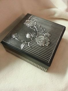 Box with Roses Pewter Art, Pewter Metal, Aluminum Foil Art, Glue Art, Metal Embossing, Decoupage Box, Pretty Box, Altered Boxes, Craft Box