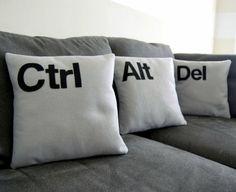 ausgefallene dekoartikel weiße Kissen mit Ctrl, Alt und Del
