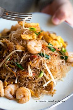 Homestyle Mai Fun Mei fun (Mai fun) is a popular stir fry noodle in Southern China and Singapore Seafood Recipes, Cooking Recipes, Healthy Recipes, Delicious Recipes, Tasty, Asian Noodle Recipes, Rice Noodle Recipes, Rice Noodle Soups, Easy Asian Recipes