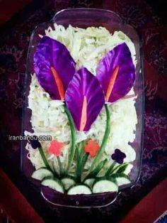 Edible flowers, eg creative cold bowl ideas Kony Tod - Diy decoration Food Design, Salad Design, Fruit Decorations, Food Decoration, Appetizer Buffet, Food Garnishes, Garnishing, Food Carving, Vegetable Carving