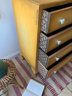 Chalk Paint Furniture, Diy Furniture Projects, Hand Painted Furniture, Furniture Makeover, Diy Projects, Yellow Chalk Paint, Patterned Furniture, Gold Home Decor, Dixie Belle Paint
