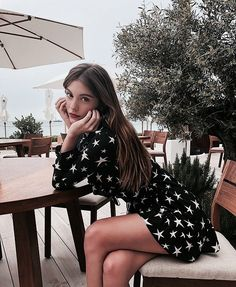 Find images and videos about girl, fashion and style on We Heart It - the app to get lost in what you love. Look Fashion, 90s Fashion, Fashion Outfits, Urban Fashion, Foto Casual, Mode Inspiration, Fashion Pictures, Nice Dresses, Ideias Fashion