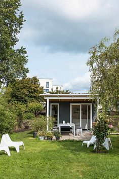 Wow, so können Gartenlauben auch aussehen! Ein paar besonders schöne Ideen fü… Wow, that's what gardeners can look like! Some really nice ideas for balconies and (Schreber-) gardens. And: I'm looking for an allotment! Diy Herb Garden, Herb Garden Design, Backyard Garden Design, Vegetable Garden Design, Balcony Design, Small Garden Design, Balcony Garden, Gazebos, Beautiful Home Gardens