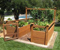 Dette par har store ambitioner med deres have – pergolaer fx, men som et ekstra, hurtigtvoksende element har de bygget et højbed til køkkenhave.