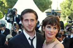 CANNES, FRANCE:  US actress Sandra Bullock poses for photographers with actor Ryan Gosling as they arrive at the palais des festivals to attend the screening of their film 'Murder by numbers' by Iranian-born director Barbet Schroeder during the 55th Cannes film festival 24 May 2002. The film is presented out of competition.  AFP PHOTO FRANCOIS GUILLOT (Photo credit should read FRANCOIS GUILLOT/AFP/Getty Images)