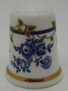 Dry Blue Flowers. Royal Worcester - Pattern Thru The Ages. Thimble-Dedal-Fingerhut.