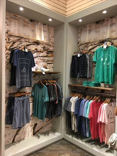 Clothing Store Interior, Clothing Store Displays, Clothing Store Design, Storing Clothes, Boutique Interior Design, Jeans Store, Social Media Design, Bars For Home, Superdry